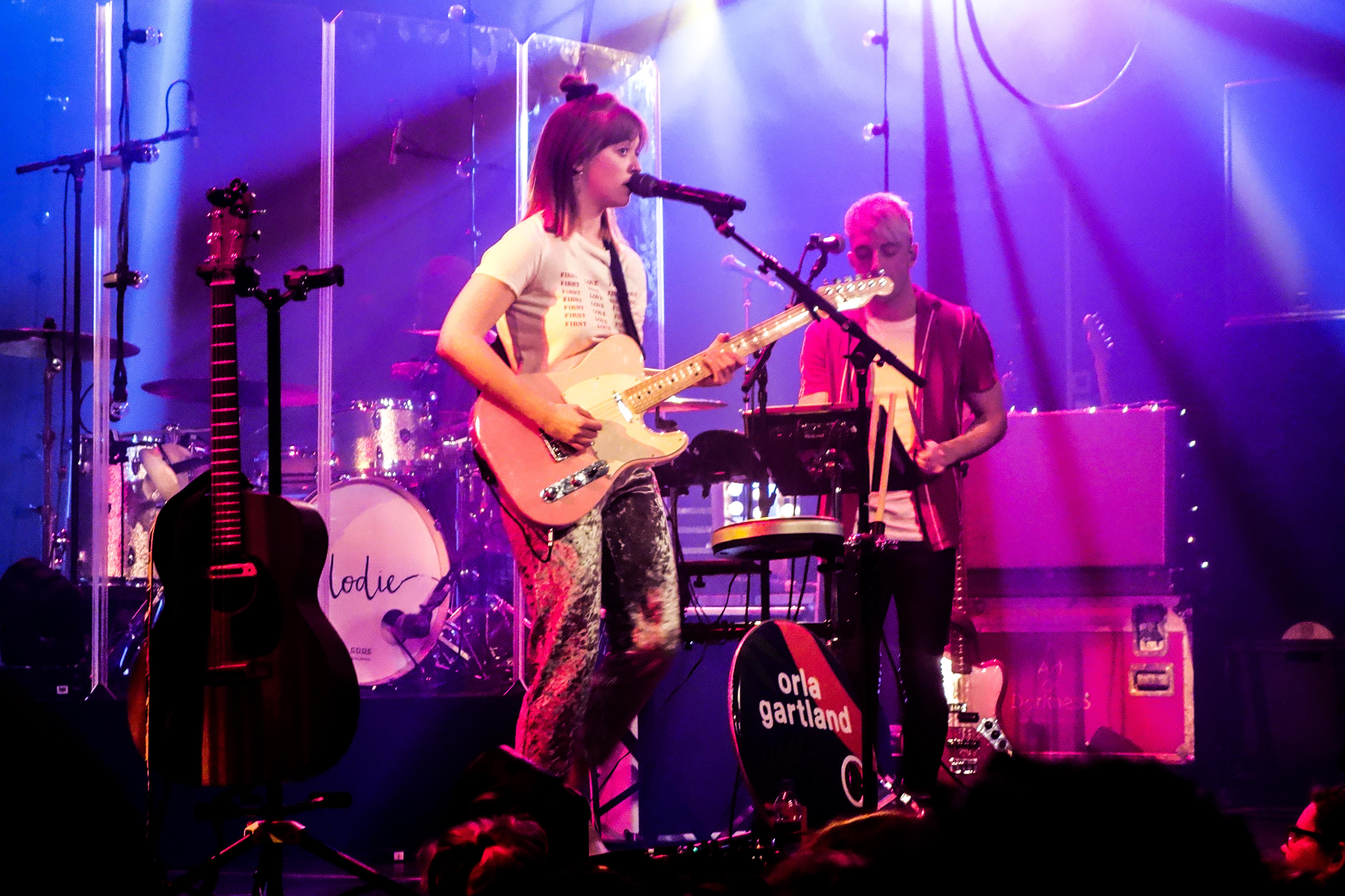 Orla Gartland optreden in Melkweg Amsterdam als voorprogramma voor Dodie Clark
